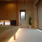 和室から続く、タタキ仕上げの土間