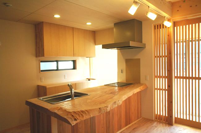 トチの木のキッチンカウンター