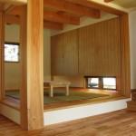 和室には大きな9寸角の柱