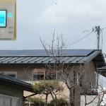 太陽光発電パネルと発電量モニター