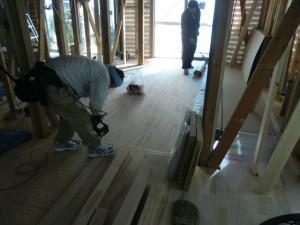 床無垢板張り