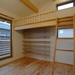 10 子供室はロフトベッド付きで下を有効活用