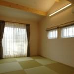 11 2階主寝室は畳敷きの落ち着いた佇まい