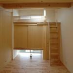 13 3姉妹の部屋はそれぞれロフト付き。左側の間仕切り壁は外して1つの部屋にできる