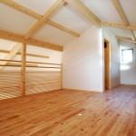 10_ロフトは寝室と、ご主人の書斎。
