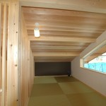 小屋裏空間を利用した、畳敷きの書斎