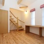 寝室からロフトスペースに上がる階段