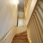 階段室上部にトップライトを設けることで風の通り道を確保
