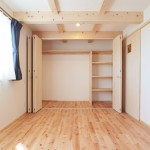 たっぷり収納付きの寝室