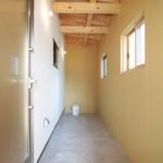 室内からも出入り可能な外収納