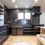 造作キッチン:天板は人造大理石