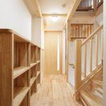 2階ホール(造作本棚付き)