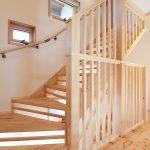 ロフトへつながる固定階段