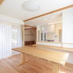 ダイニングキッチン01(造作テーブル)