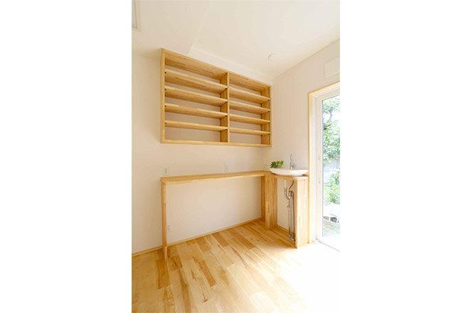 202109-h-room shelves2