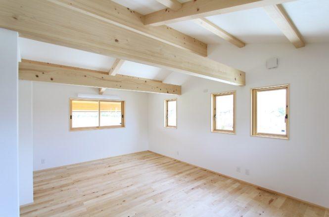 将来仕切れ、木が多く見える子供部屋
