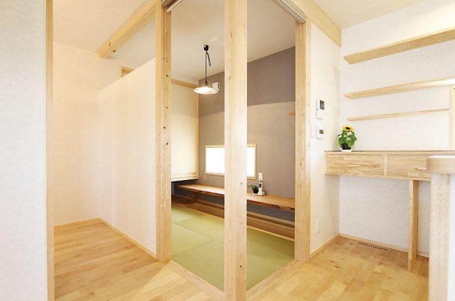 キッチン隣の畳コーナー
