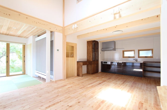 7、ダイニングキッチンと畳スペース