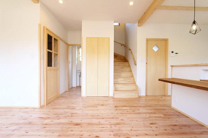 階段横にもたっぷり収納
